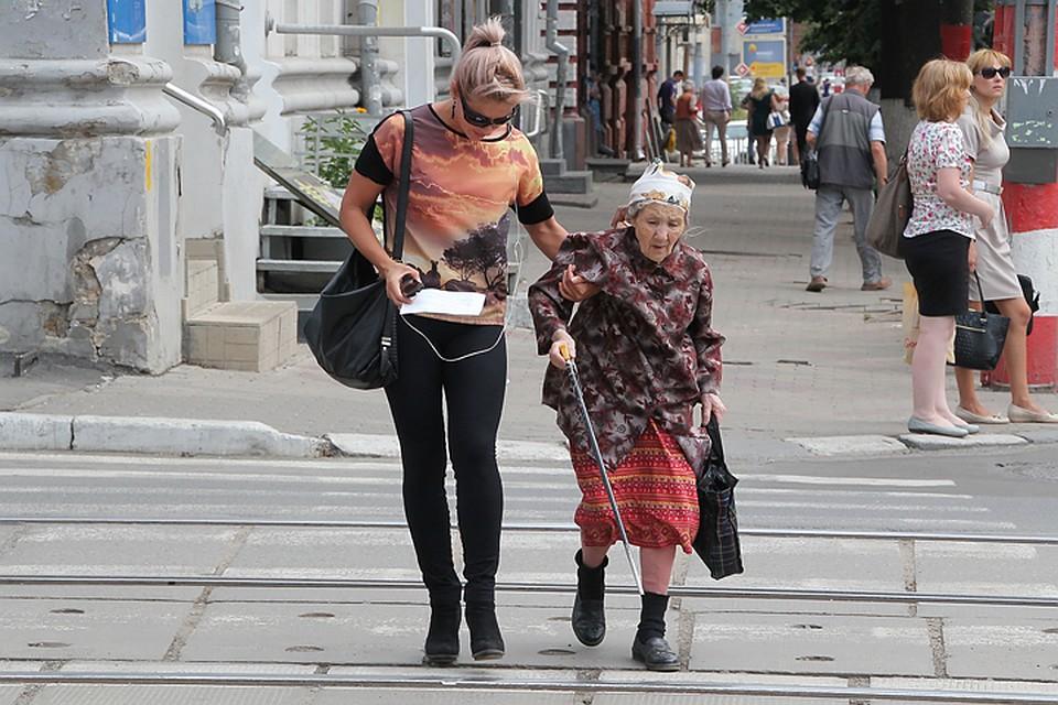 Внукам будут доплачивать за содержание бабушек 10 тысяч рублей
